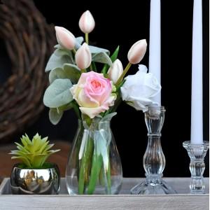 Róże i sukulenty w szkle