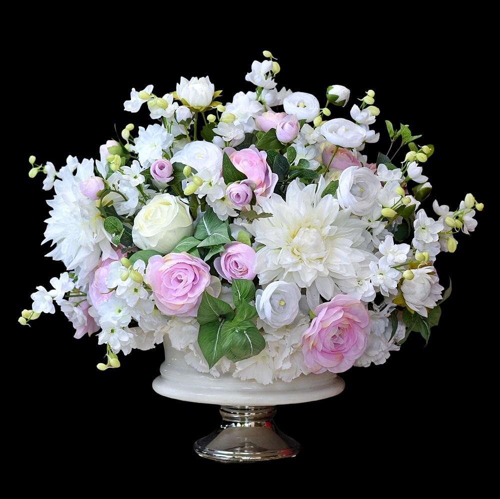 Kompozycje kwiatowe.