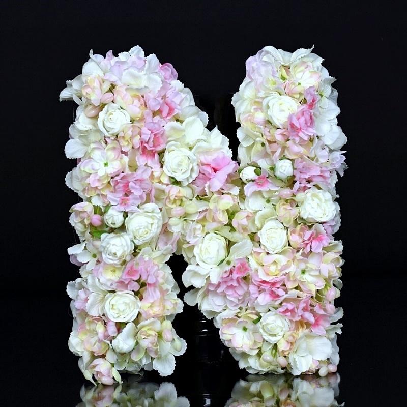 Litery, cyfry kwiatowe.